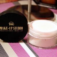 Pudra pulbere translucida de la Makeup Studio